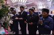 اهدای تاج گل به مقام شامخ امام راحل توسط رئیس مجلس اندونزی
