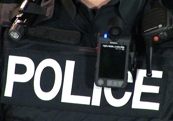 استفاده پلیس از دوربین البسه