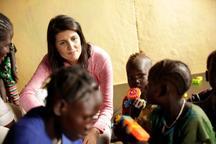 بازدید نماینده تندروی آمریکا در سازمان ملل از اردوگاه آوارگان+ تصاویر