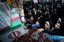 خانواده شهدا آبروی انقلاب اسلامی هستند