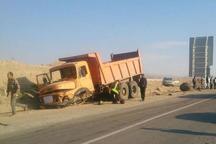تصادف 2 کامیون در جاده اشتهارد یک کشته برجای گذاشت