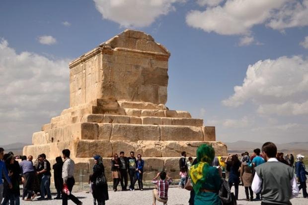 معاون رئیس جمهوری: 7 آبان به رویداد گردشگری تبدیل شود