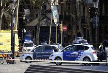 در حمله تروریستی در بارسلونا در اسپانیا 13 نفر کشته شدند/ محاصره 2 فرد مسلح و گروگانگیری/ عاملان حمله تروریستی فرار کردند