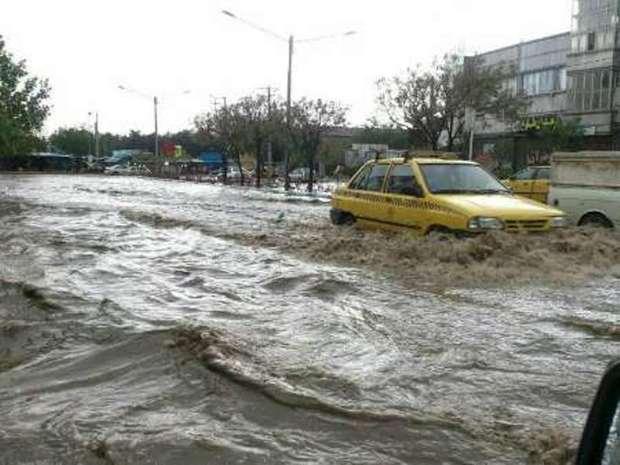 تانکرها مکش آب باران در خیابانهای مشهد مستقر شدند