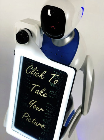 رباتی که در مجالس عروسی عکاسی می کند! + عکس
