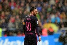 عکس/ مسی زیر باران
