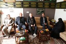 استاندارقزوین با 2 خانواده شهید دیدار و گفت و گو کرد