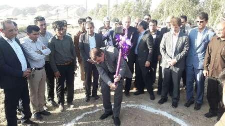کلنگ اجرای طرح آبیاری تحت فشار در اراضی کشاورزی پهله و پرچینه بخش زرین آباد به زمین زده شد