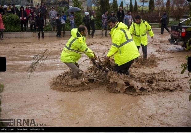 تشکل های مردمی و بسیج در سیل شیراز جهادی عمل کردند