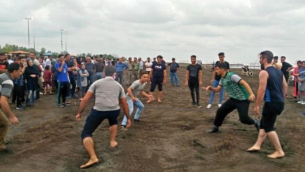 مسابقات محلی کبدی در ساحل سحرخیز محله لاهیجان برگزار شد