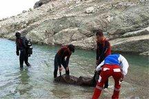 جسد جوان غرق شده در رودخانه صلوات آباد بیجار پیدا شد