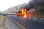 اتوبوس حامل ۴۰ دانشجوی دختر در تفت آتش گرفت/ 8 نفر به درمانگاه منتقل شدند