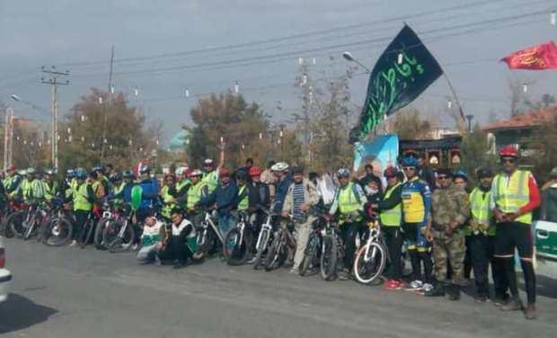 زائران دوچرخه سوار وارد مشهد شدند