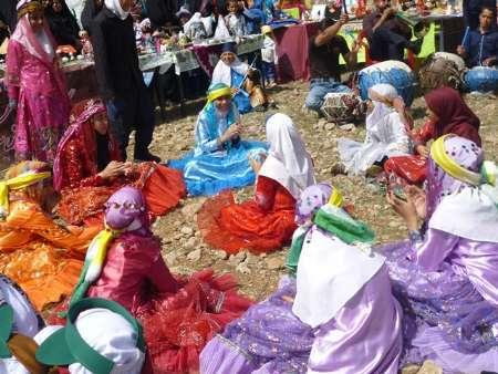 جشنواره فرهنگی و هنری منطقه ای عشایر در مروست خاتم آغاز شد