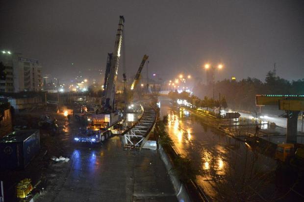 عرشه پل چمران جنوب - بلوار رشیدالدین فضل اله نصب شد