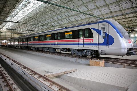 دبیری: تزریق بودجه به پروژه قطار شهری ضروری است