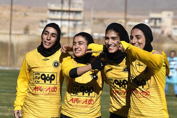 سپاهان با 9 گل آذرخش تهران را شکست داد