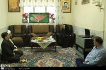 دیدارمعاون سوادآموزی و رئیس ایرنای قم با خانواده شهید جنابان