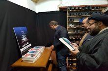 توزیع کتاب نذری در مراسم روضه بیت شهید صدوقی