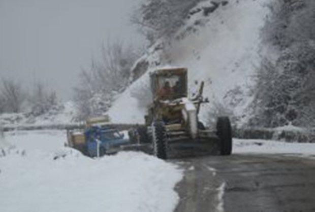 بارش سنگین برف در محورهای مواصلاتی شرق مازندران