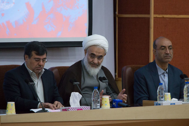 دولتمردان شهیدان رجایی و باهنر را الگوی خود قرار دهند
