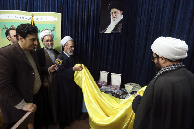 محصولات پژوهشی انقلاب اسلامی در قم رونمایی شد