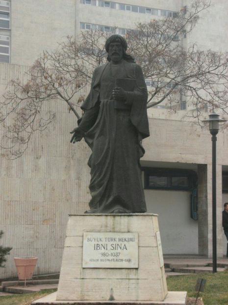 مجسمه عجیب ابن سینا در آنکارا! + عکس
