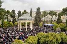 شمار بازدیدکنندگان نوروزی آرامگاه حافظ از 250 هزار نفر گذشت