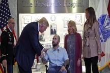ترامپ و همسرش در مراسم اعطای مدال به افسر مجروح آمریکایی + عکس