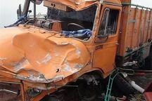 تصادف کامیون با 2 سواری در قزوین یک کشته داشت