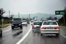 بارش برف و باران جاده های خراسان رضوی را لغزنده کرده است