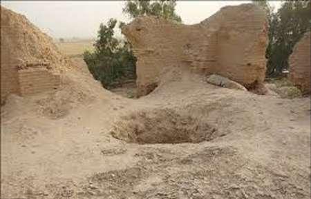 برخورد با حفاری غیرمجاز در تپه تاریخی اروک  گناباد
