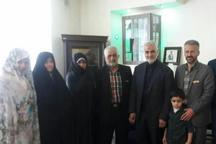 سرلشکر سیلمانی با خانواده شهدای مدافع حرم در البرز دیدار کرد