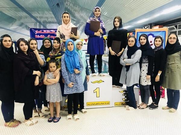 سارا نوری مقام اول مسابقات شنای بانوان خبرنگار را کسب کرد