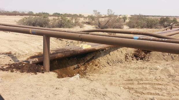 لوله نفتی در بخش غیزانیه اهواز دچار نشتی شد