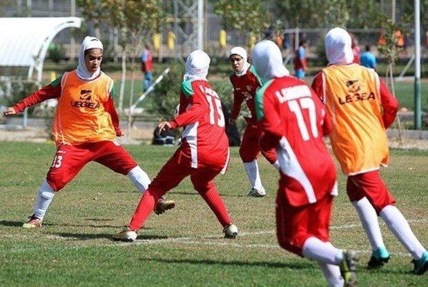 چهار بانوی فوتبالیست دهلرانی به اردوی تیم ملی دعوت شدند