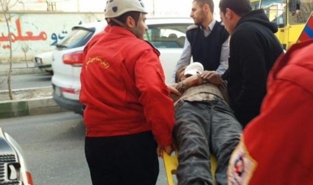 کارگر ساختمانی در تبریز از طبقه سوم به چاهک آسانسور سقوط کرد