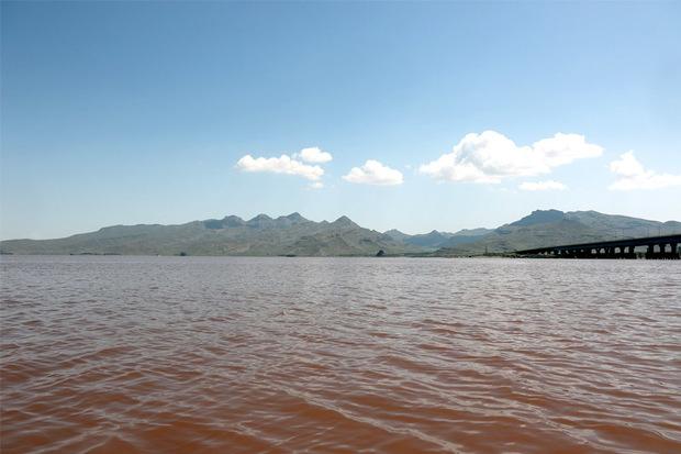 کاهش تراز آب دریاچه ارومیه طبیعی است