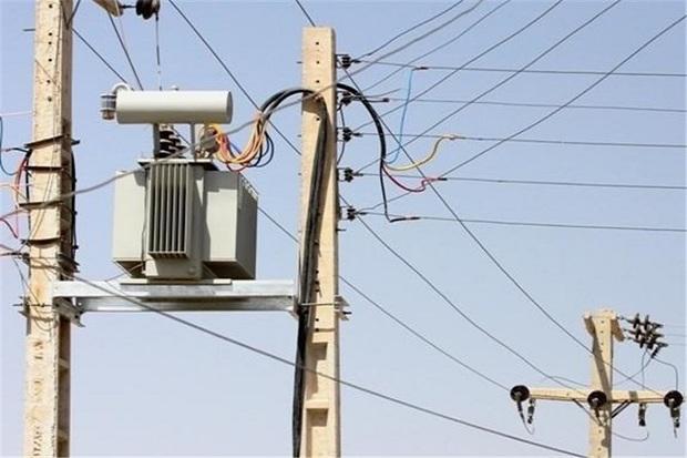 تندباد بیش از 2میلیارد ریال به شبکه برق شوشتر خسارت واردکرد