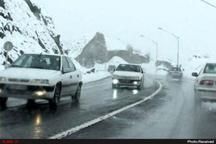 بارش برف در گردنههای قُسطین لار و طالقان