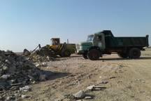 تخلیه و پاکسازی نوارساحلی بندردیلم از نخاله های ساختمانی