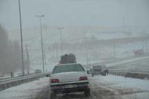 بارش برف و مه دید در جاده های زنجان را کاهش داده است