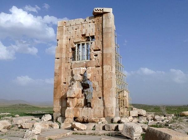 جستجو برای شناخت کاربردی برج سنگی پاسارگاد کشف سفال هایی مربوط به هزارههای  قبل از میلاد