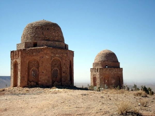 """قلعه تاریخی شیخ جنید یزد در معرض تخریب """"توران پشت"""" بنایی فراموش شده"""