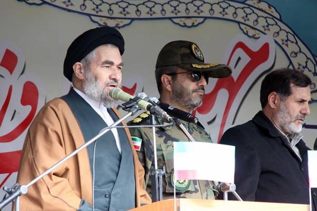 ملت ایران در برابر استکبار جهانی محکم ایستاده اند