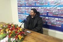 سرمربی تیم کارون خرمشهر از زمین چمن ورزشگاه پارس انتقاد کرد