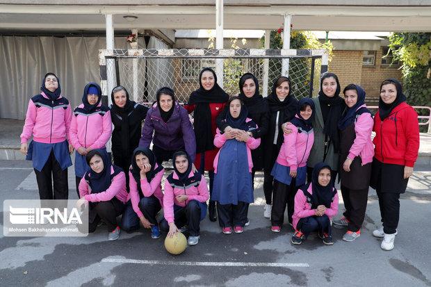 بانوان ملیپوش فوتسال از موسسه توانبخشی همدم در مشهد دیدن کردند