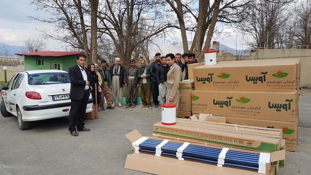 38 دستگاه آبگرمکن خورشیدی در میان روستاییان مریوان توزیع شد