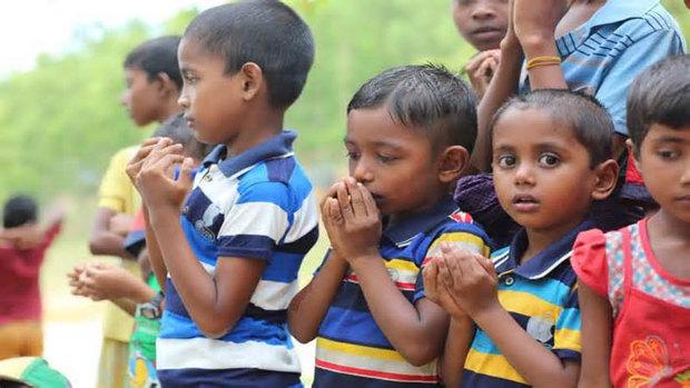 فرار ده ها هزار مسلمان روهینگیا/ قتل عام افراد بی گناه و آتش زدن روستاها/  خطر مرگ در انتظار آوارگان