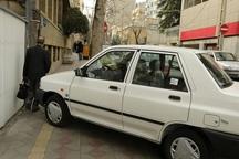 طرح مقابله با پارک خودرو در پیاده روهای بوکان آغاز شد